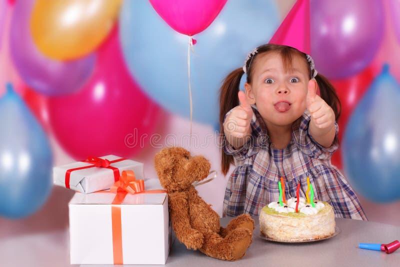 Celebrazione di compleanno della bambina divertente immagini stock