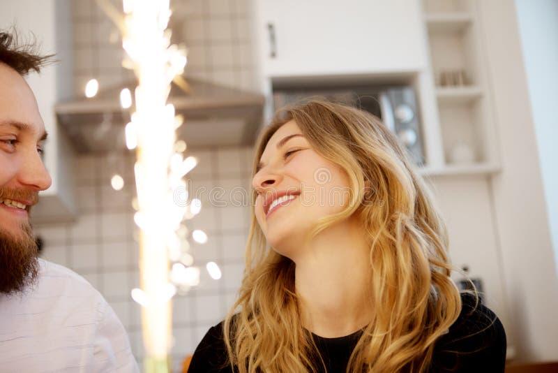 Celebrazione di compleanno in due fotografie stock