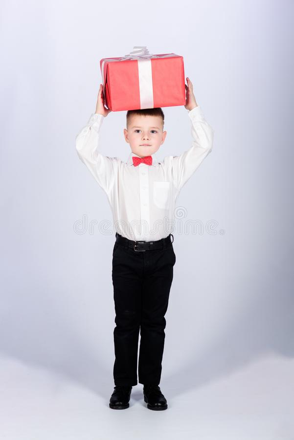 Celebre el A?o Nuevo d?a de San Valent?n Regalo de cumplea?os Peque?a caja de regalo del control del muchacho La Navidad o regalo fotografía de archivo