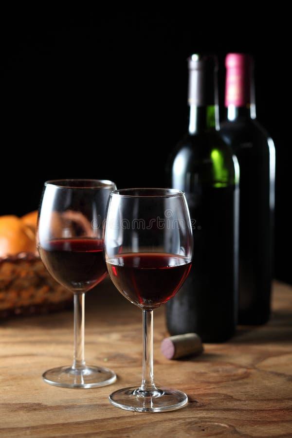 Celebri con vino rosso fotografia stock libera da diritti