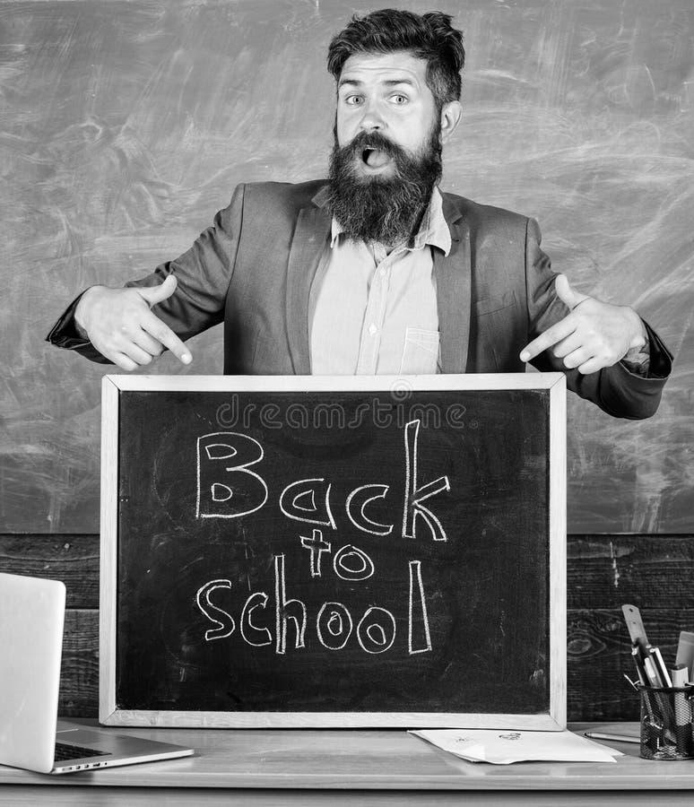 Celebri il giorno di conoscenza Mai non tardi studiare Enrollees di benvenuti dell'educatore esperti insegnante nuovi per cominci fotografie stock libere da diritti