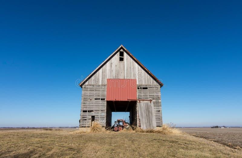 Celeiro de madeira isolado no nanowatt rural Illinois, EUA fotografia de stock