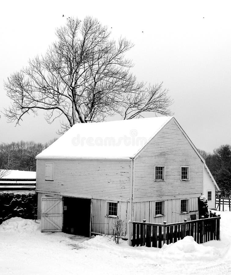 Celeiro do inverno imagens de stock royalty free