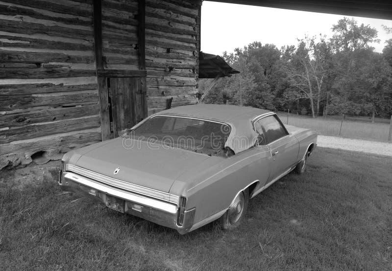 Celeiro e carro imagens de stock