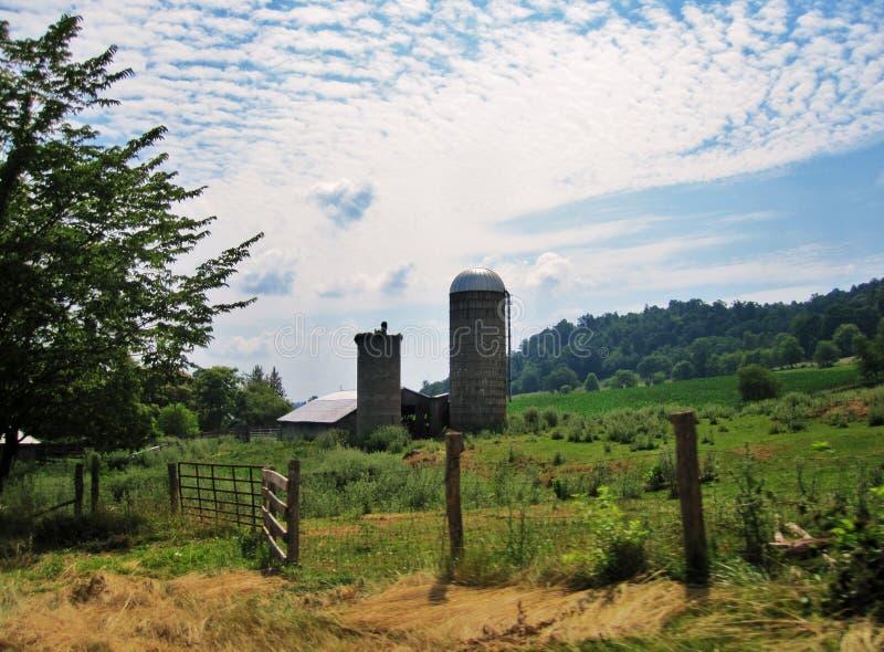 Celeiro e silo fotografia de stock royalty free
