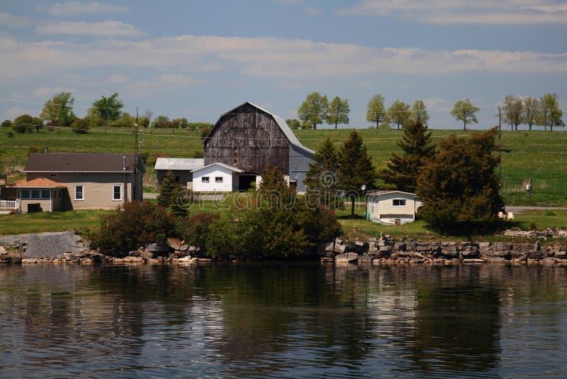 Celeiro em um das ilhas Ontário dos milhares imagem de stock