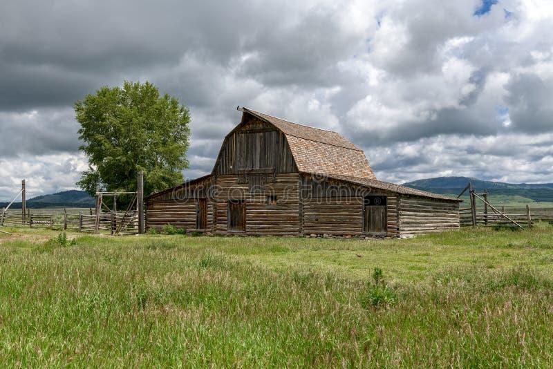 Celeiro histórico de Moulton no parque nacional grande de Teton fotografia de stock