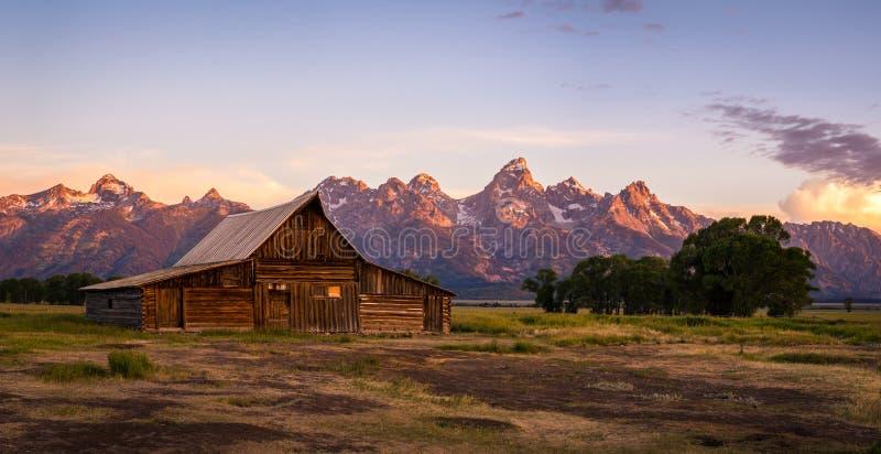 Celeiro na fileira do mórmon, parque nacional grande de Moulton de Teton, Wyoming fotos de stock royalty free