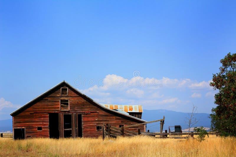 Celeiro velho da exploração agrícola foto de stock