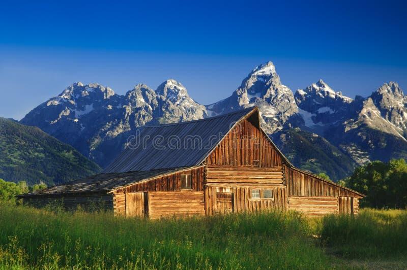 Celeiro velho do Mormon no Tetons imagens de stock
