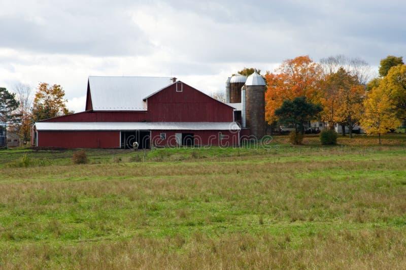 Download Celeiro vermelho foto de stock. Imagem de farmstead, pensilvânia - 531870