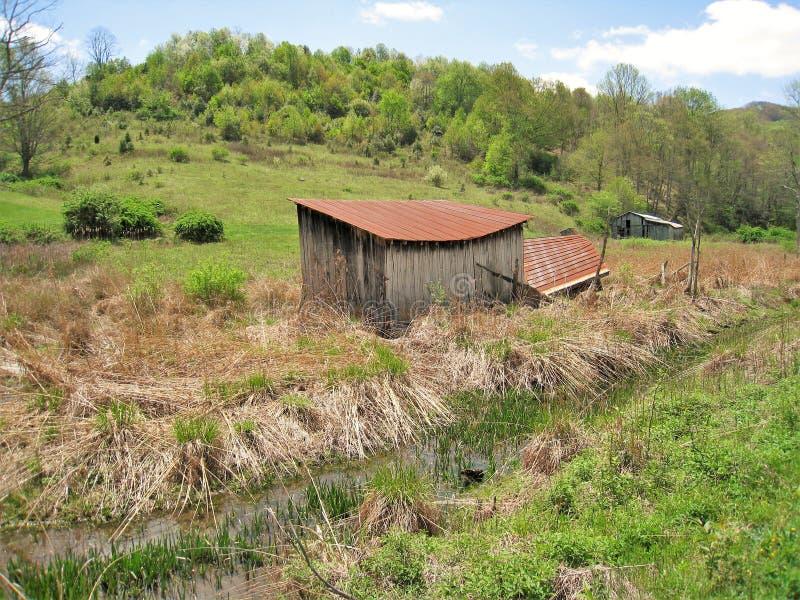 Celeiros ao longo de Virginia Creeper Trail imagem de stock
