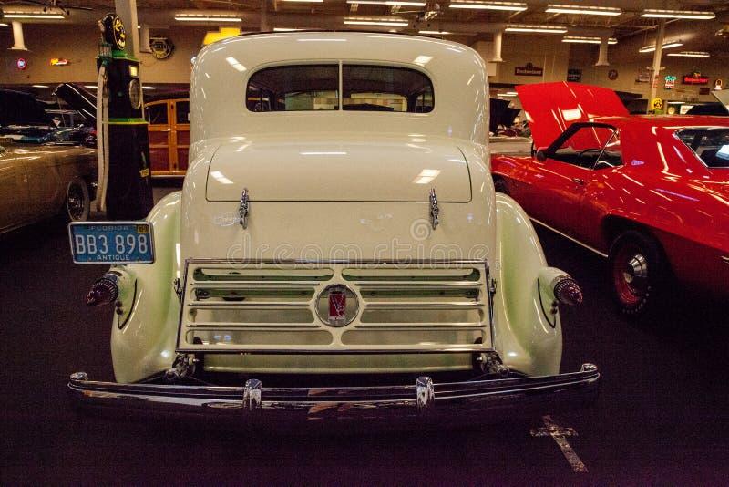 Celery Stalk Green 1935 Cadillac exibido no museu da Cidade do Carro Muscular imagem de stock