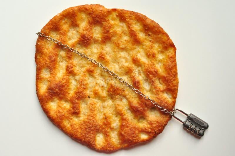Celiac sjukdombegrepp med en lappa av bröd och a arkivbild