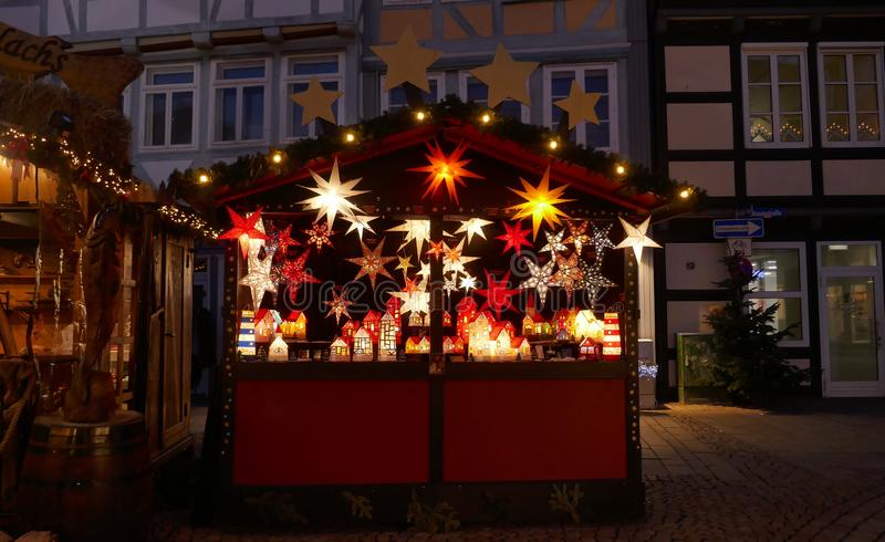 Celle, Duitsland, Europa, 4 December, 2018: Kerstmismarkt in de historische stad van stock afbeelding