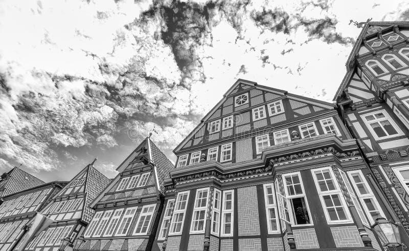 Celle Tyskland Färgglade byggnader i centrum på en solig da fotografering för bildbyråer