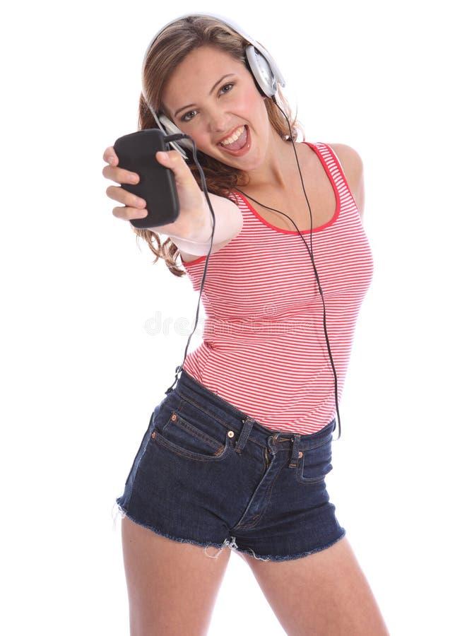 cellflicka henne sjunga för musiktelefon som är tonårs- till royaltyfria foton