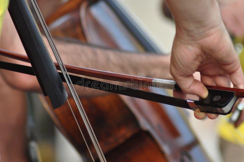 cello& x27; jugador de s fotografía de archivo libre de regalías