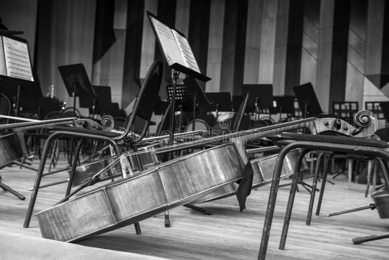 Cello op het toneel stock fotografie