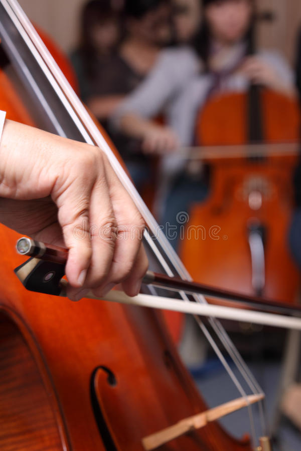 Cello Pizzicato lizenzfreie stockbilder