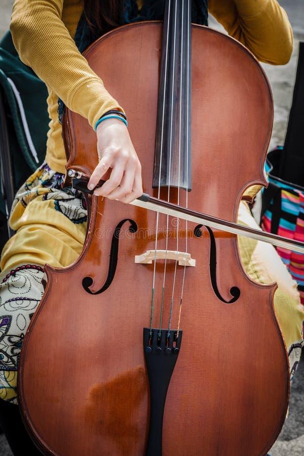 Cello-Straßenmusiker stockfotos