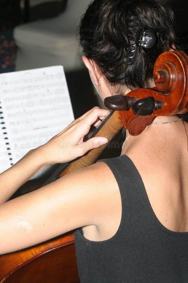 Cellospieler lizenzfreies stockbild