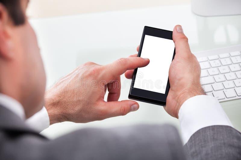 Cellphone van de persoonsholding royalty-vrije stock fotografie