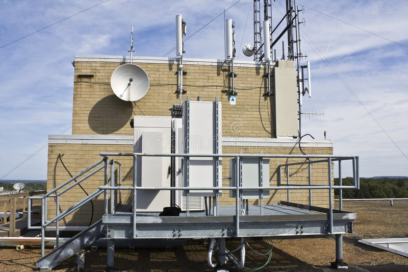 Cellulaire apparatuur op het platform stock foto's