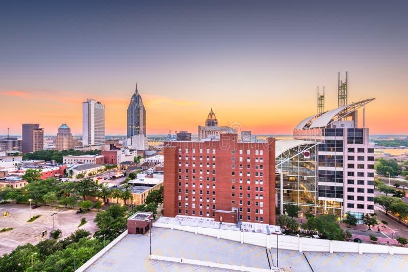 Cellulare, Alabama, orizzonte del centro di U.S.A. al crepuscolo fotografia stock libera da diritti