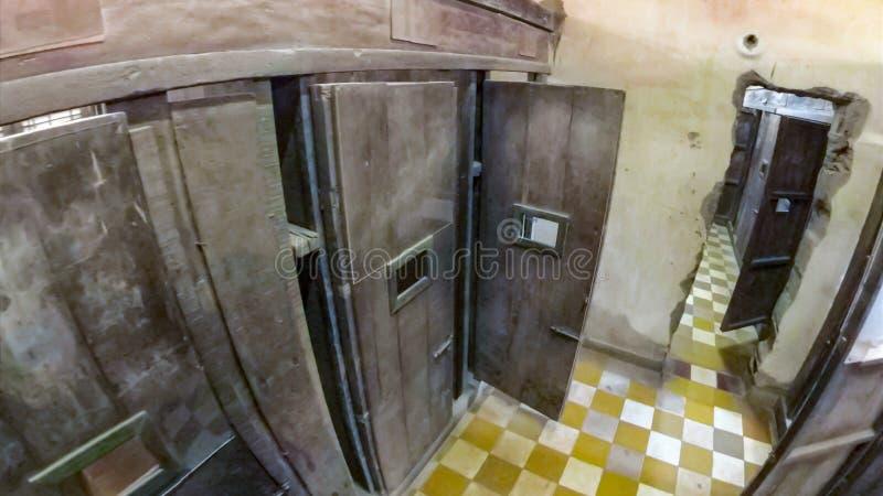 Cellules de prison de Tuol Sleng images stock