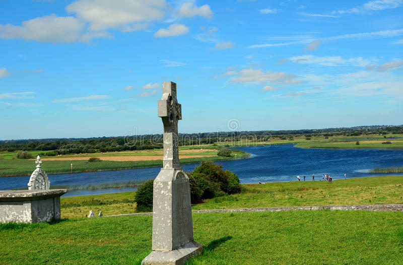 Celtic cross and the River Shannon, Clonmacnoise, Ireland stock image