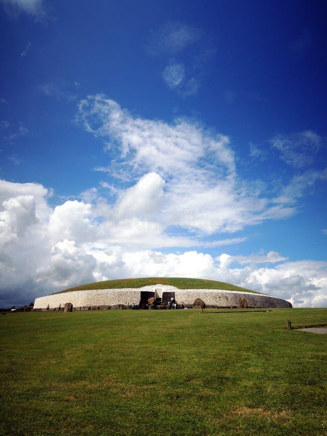 Celtic tomb Newgrange (Brú na Bóinne, Boune; ) - Ireland. Newgrange (Irish: Sí an Bhrú) is a prehistoric monument in County Meath, Ireland. It was stock images
