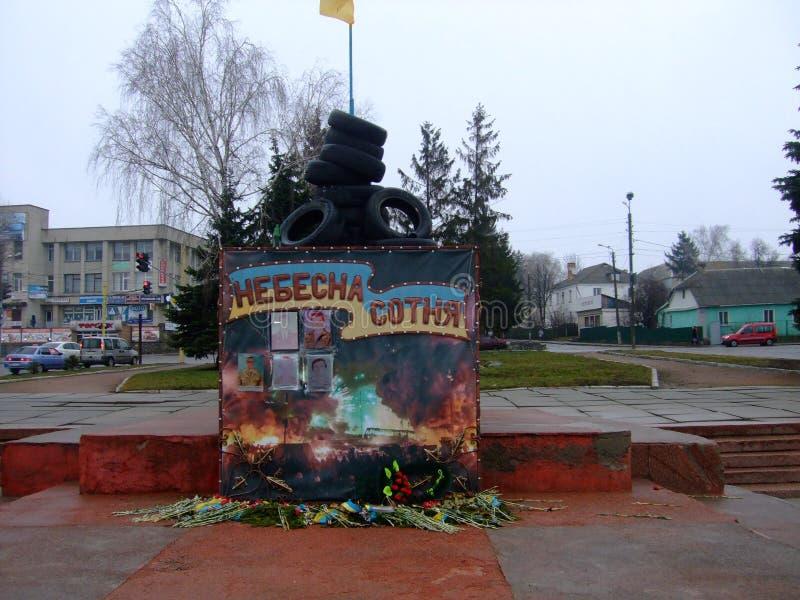 Cem celestial Memorial aos indivíduos que morreram durante o Maidan foto de stock royalty free
