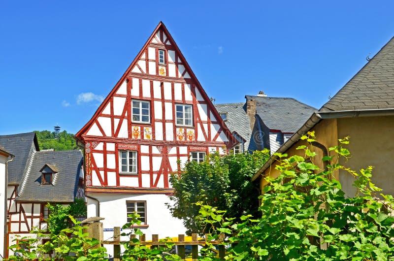 Cembrujący dom w wiosce Punderich, Moselle wino - dolinny region w Niemcy obraz stock