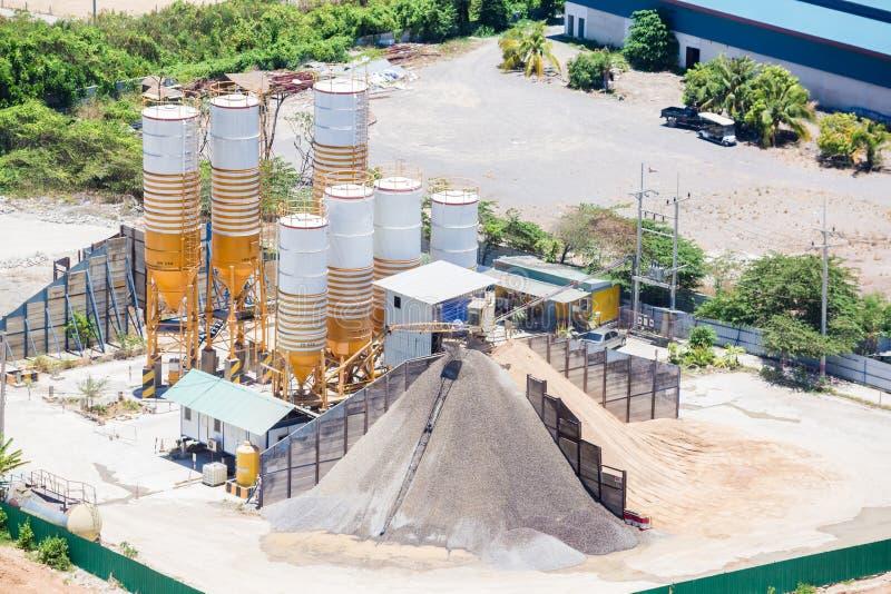 Cementblandningsväxt, utrustning för produktioncement och betong royaltyfri bild