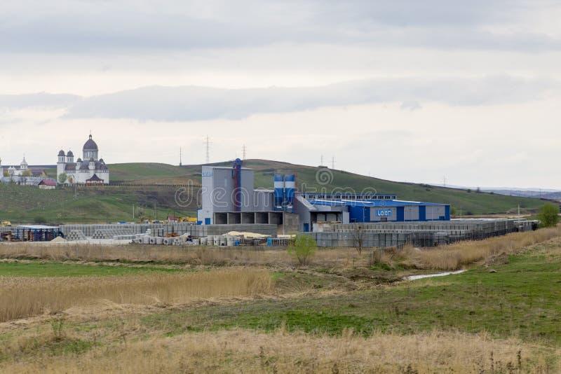Cementera fabriken royaltyfria bilder