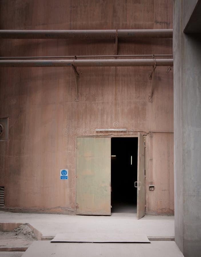 Cementera fabriken arkivfoto