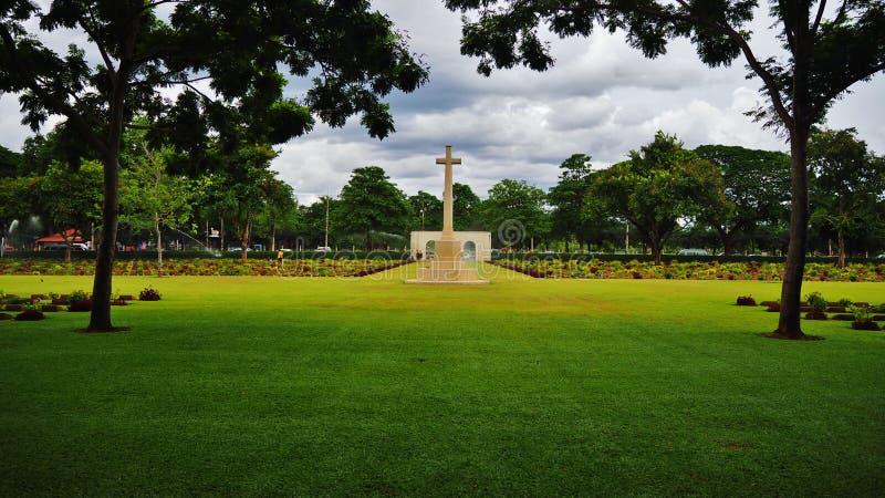 Download Cementerio foto de archivo. Imagen de árbol, yarda, jardín - 42446112