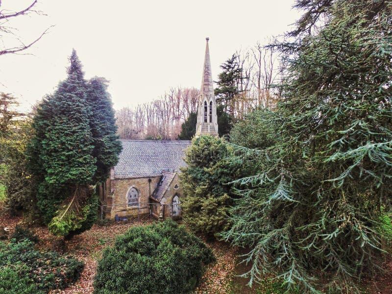Cementerio abandonado de la iglesia imagen de archivo