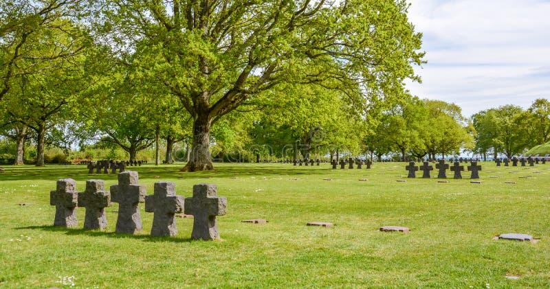 Cementerio alemán de la guerra de Cambe del La en Normandía, Francia imagenes de archivo