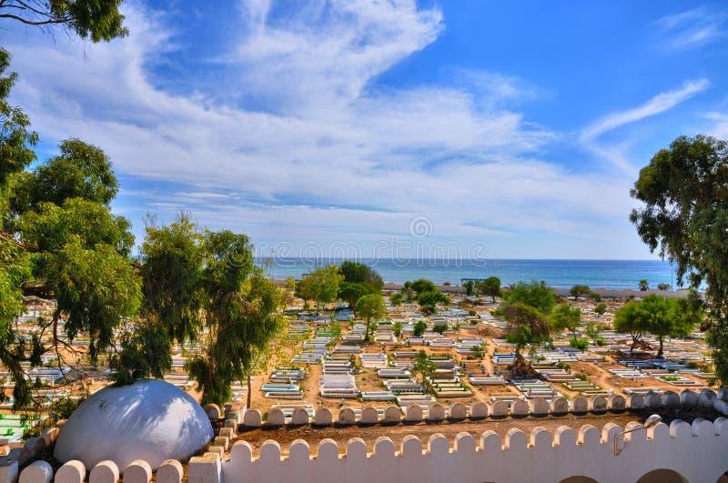 Cementerio antiguo cerca de Medina en Hammamet, Túnez, mar Mediterráneo, África, HDR foto de archivo