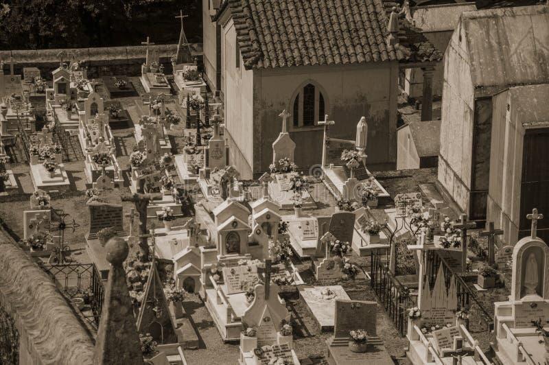 Cementerio con las criptas y las tumbas de m?rmol imagen de archivo