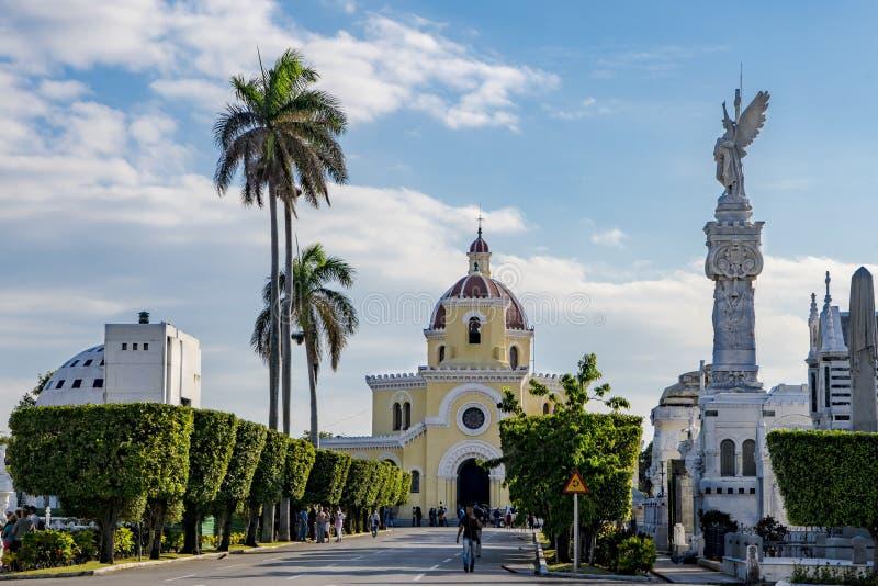 Cementerio Cristobal Colon con la capilla principal del cementerio, La Habana imágenes de archivo libres de regalías