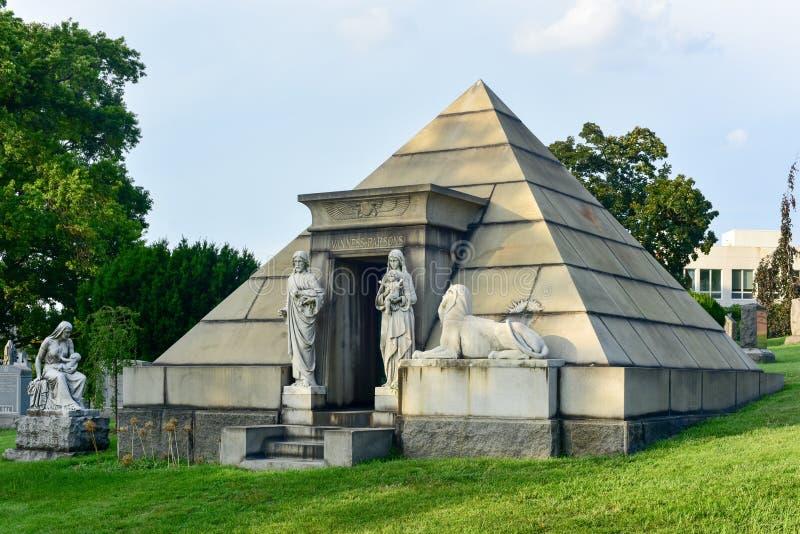 Cementerio de Bosque verde imágenes de archivo libres de regalías