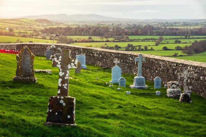 Cementerio de la roca de Cashel en Irlanda imagen de archivo