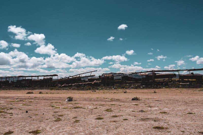 Cementerio del tren en Salar de Uyuni imagenes de archivo