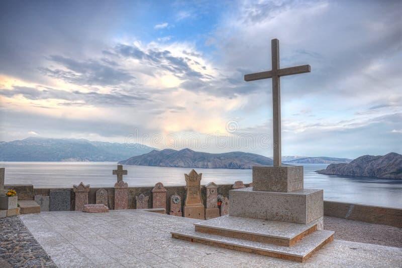 Cementerio en Baska, isla de Krk, Croacia foto de archivo