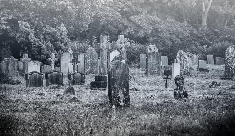 Cementerio espeluznante viejo imagen de archivo libre de regalías