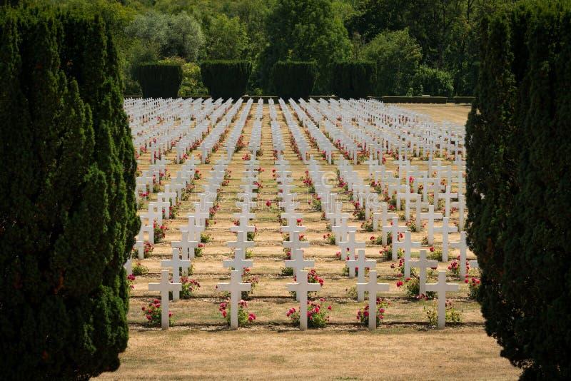 Cementerio fuera del osario de Douaumont cerca de Verdún Francia imagen de archivo