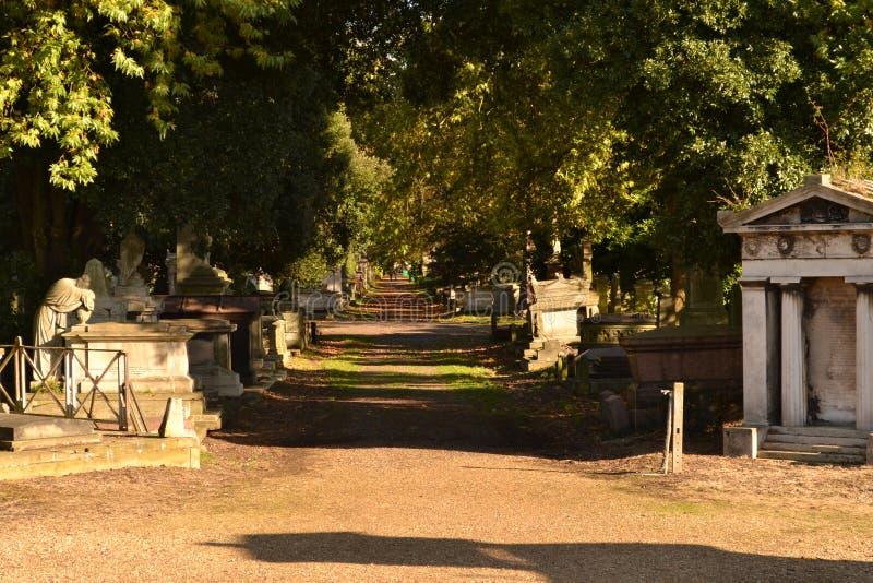 Cementerio Londres del verde de Kensal de la trayectoria foto de archivo
